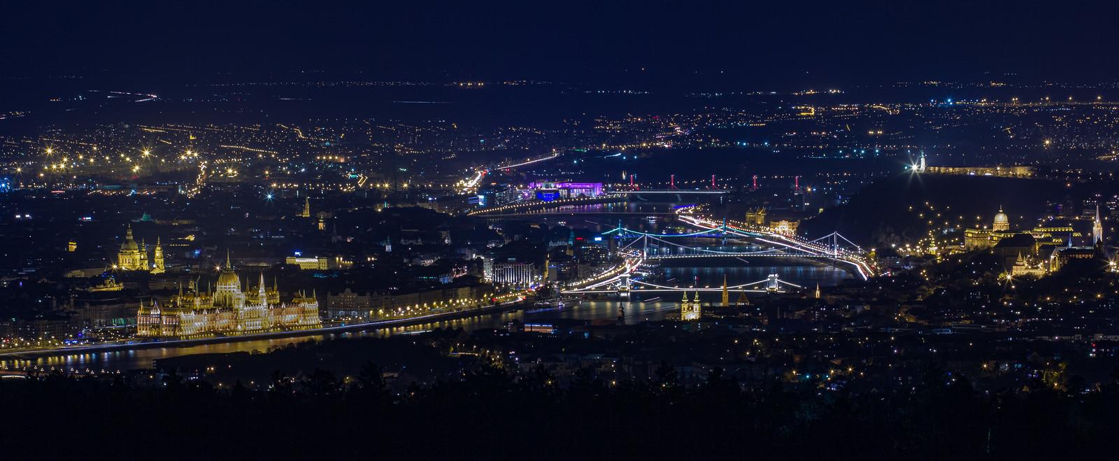 Budapest belvarosa ejjel a Harmashatar hegyrol